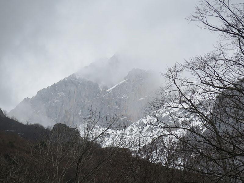 La niebla cubre los Picos de Europa