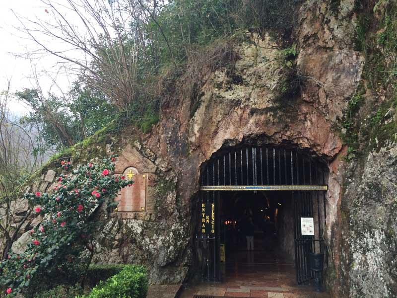 Puerta de acceso a la Santa Cueva
