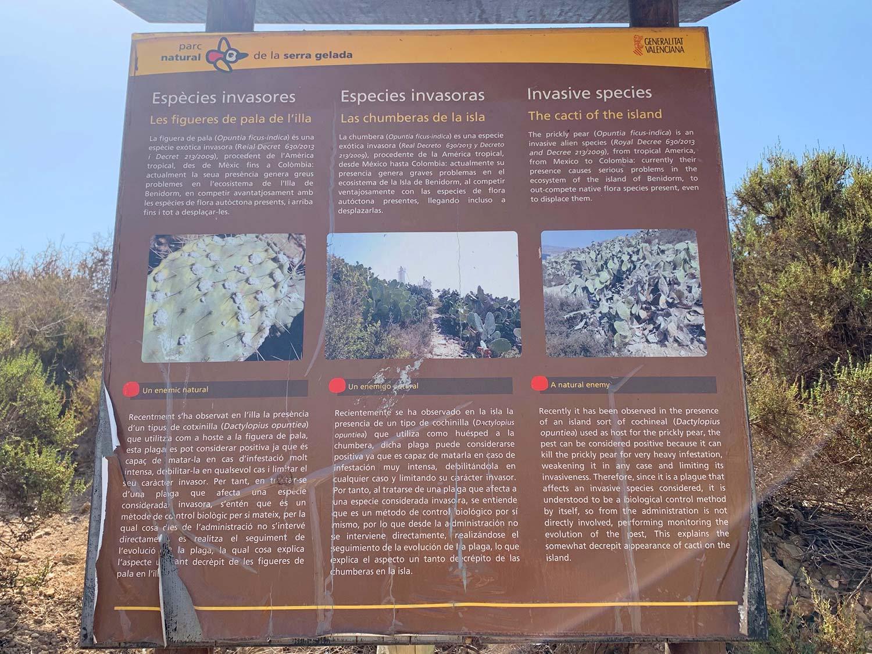Panel descriptivo en la Isla de Benidorm