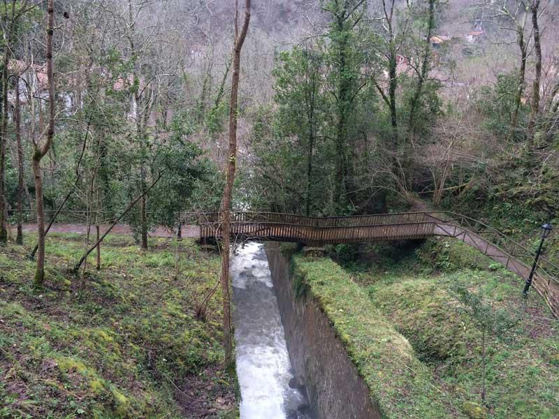 Río Covadonga a su paso por los Jardines del Príncipe