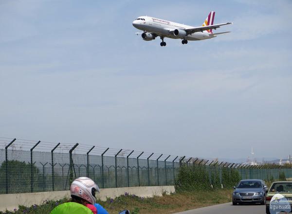 Avión preparándose para aterrizar